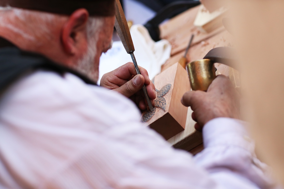 annuaire photographes suisse romande, Reportage artisan graveur Genève bicentenaire - http://www.lhumen.ch - Audrey de Carouge