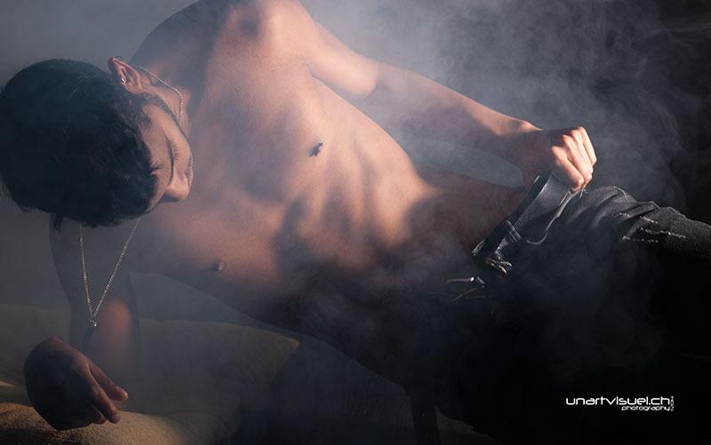 annuaire photographes suisse romande, Bring it back up. Boy under smoky athmosphere - http://unartvisuel.ch - unartvisuel de Genève