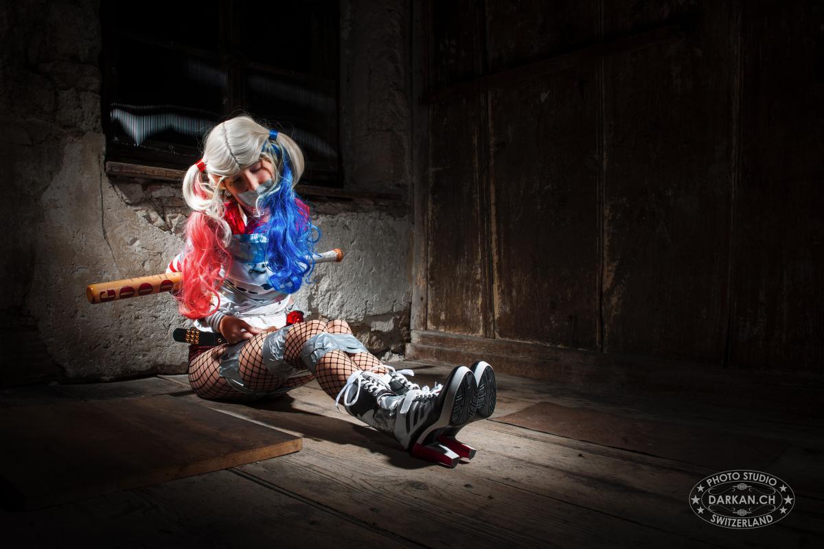 annuaire photographes suisse romande, DARKAN - Harley Quinn capturée - http://www.darkan.ch - DARKAN de Neuchâtel