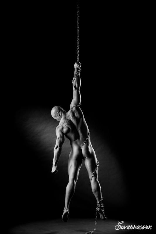 annuaire photographes suisse romande, Un homme enchainé... - http://www.suvannasorn.com - Suvannasorn de Genève