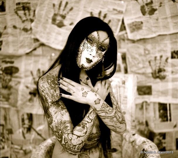 Nemesis : le masque de Venise , ns:Nomis A. Mann , annuaire photo modele