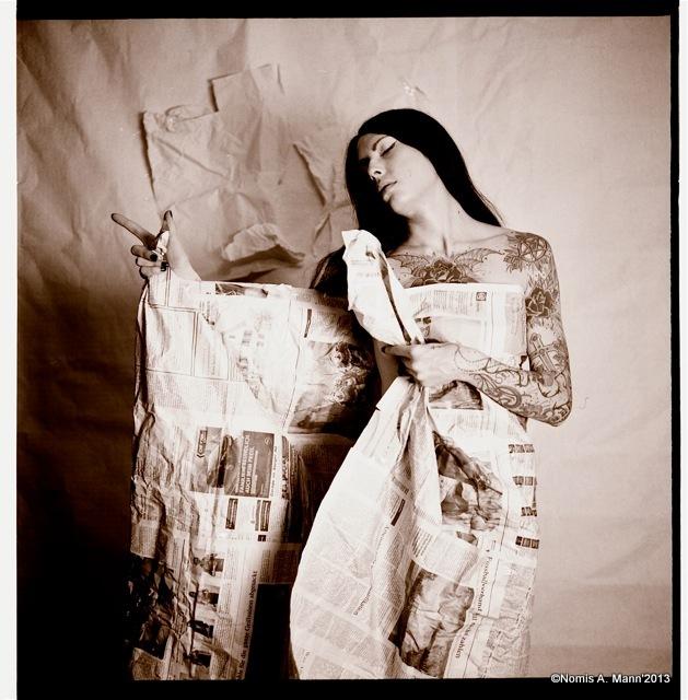 Nemesis :  paper girl, ns:Nomis A. Mann, annuaire photo modele