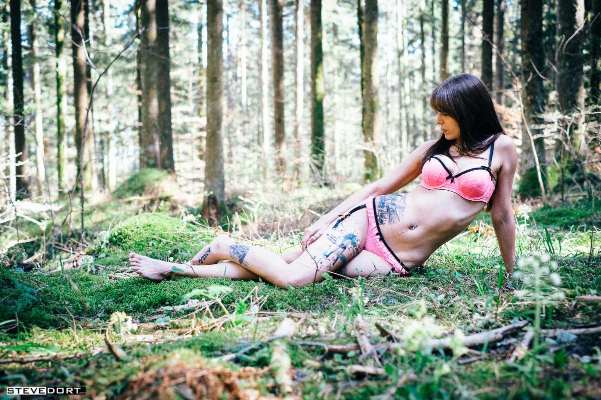 Mas Jersey : Lingerie dans les bois, ns:Steve Dort, annuaire photo modele