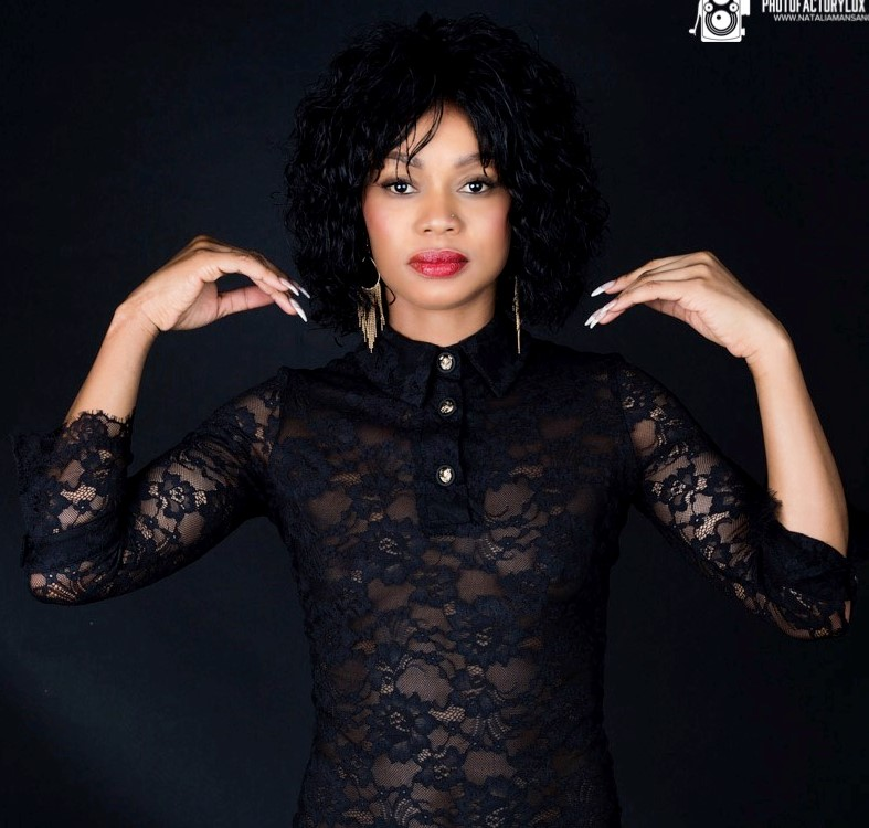 Mélos :  Black, ns:Natalia Mansano, annuaire photo modele