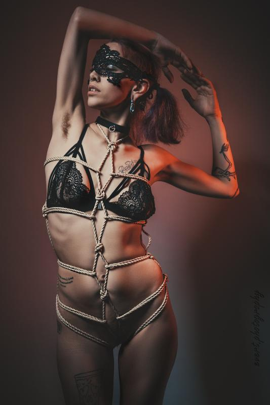 Alice Vice :  Shibari Shooting in zurich, www.evert.photography, annuaire photo modele