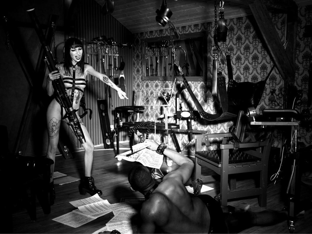 annuaire photographes suisse romande, Collection Artmoniac - Le lien entre la femme et les instruments de musique - http://www.gluqq.ch - Patrice Fileppi de Genève