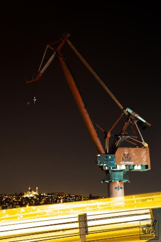 annuaire photographes suisse romande, Pelle mechanique de nuit à Istanbul - http://www.photoshoot.ch - Séb de Vevey