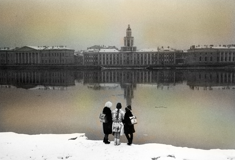 annuaire photographes suisse romande, 3 écolières sur les berges de la Neva - http://www.jjkphoto.ch - jjk de Genève 1203