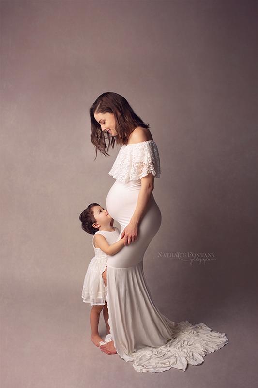 annuaire photographes suisse romande, Séance grossesse en studio à Genève - immortaliser ces instants éphémères avec votre aîné - http://www.nathaliefontana.ch - Nathalie Fontana de Genève