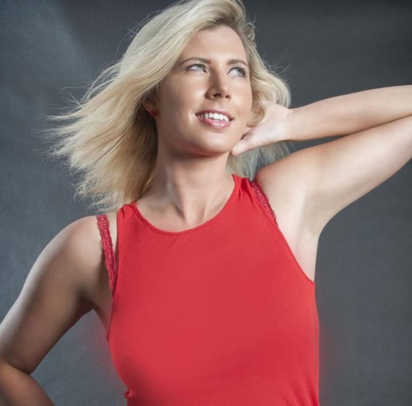 Blondy : Red! octobre 2013, ns:B., annuaire photo modele