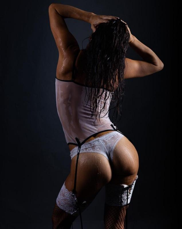 Lectra :  Dos et fessier en lingerie mouillée, ns:Christophe Stadler, annuaire photo modele