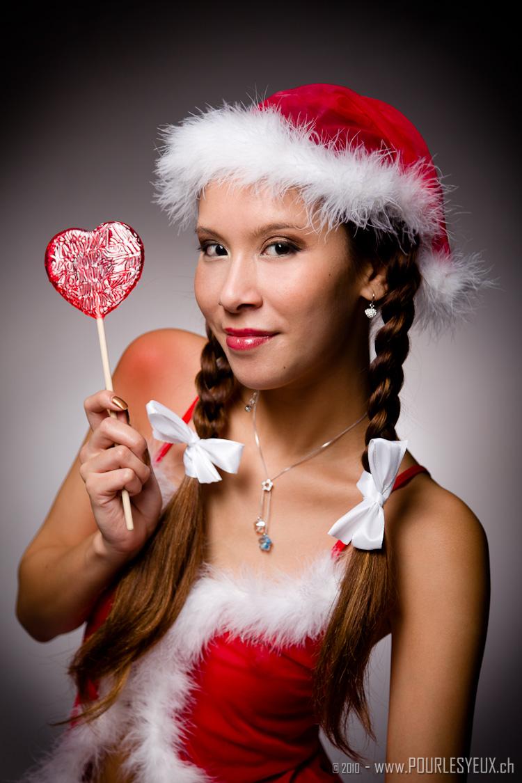 Une petite mère Noël sexy... pas si petite par Pourlesyeux de www.pourlesyeux.ch