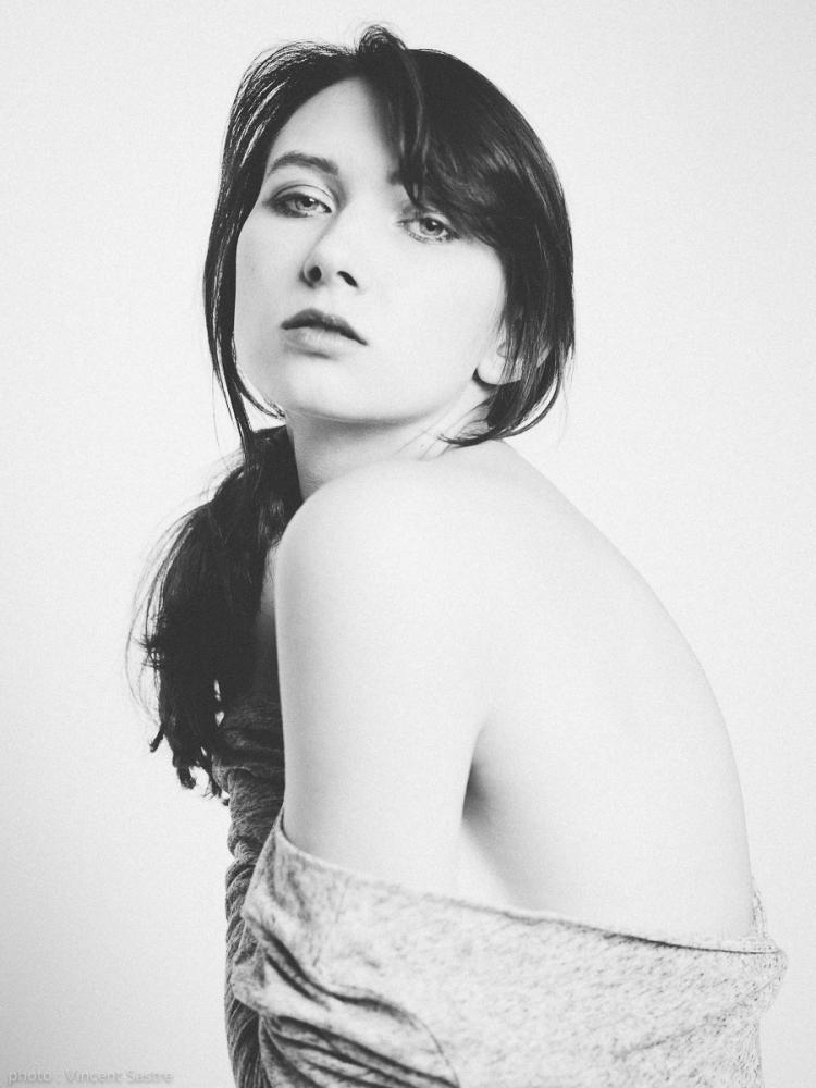Portrait noir et blanc de Karina par Vincent Sastre de http://www.36poses.ch